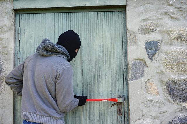 vloupání zloděje