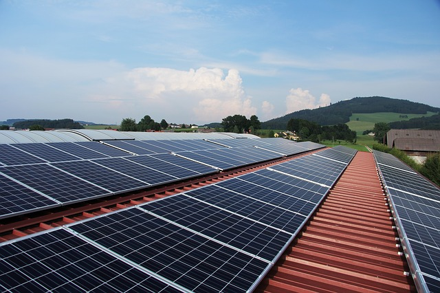 fotovoltaika na domě.jpg