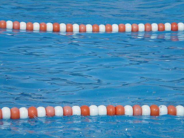 plavecká dráha v bazénu