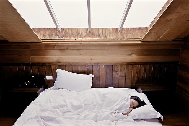 pokoj s postelí.jpg