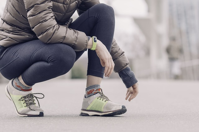 Náramek se hodí na chůzi i sport.