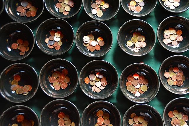 misky s mincemi